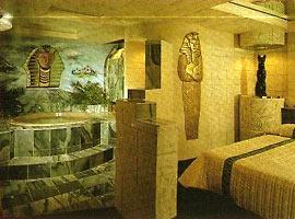 Интерьер египетских домов был очень богат а убранство красочно.